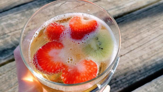 Blake's Hard Cider Lite Strawberry Kiwi - Sangria Cider Cocktail
